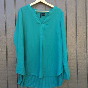 Teal green blouse w/ pleated back